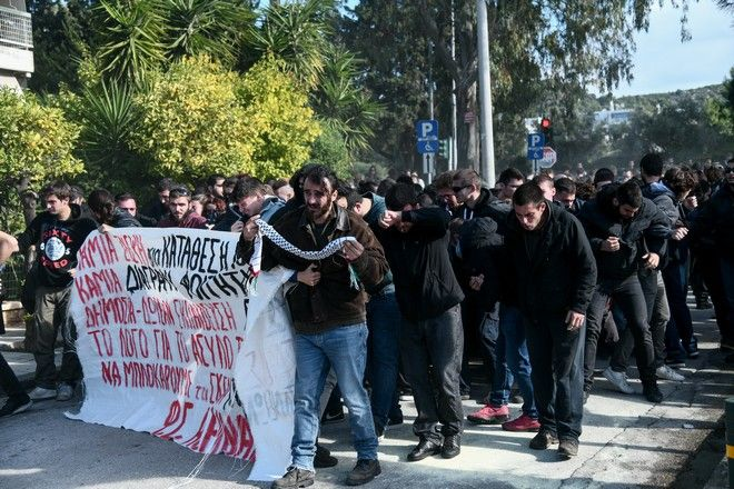 Επεισόδια μεταξύ φοιτητών και αστυνομικών δυνάμεων στο Καβούρι