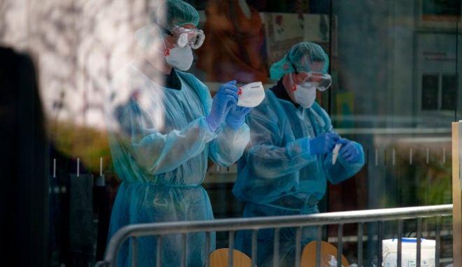 Χιλιάδες είναι τα τεστ για τον κορονοϊό που γίνονται στην Γερμανία