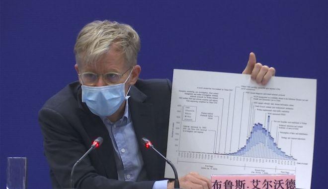 Ο Bruce Aylward, βοηθός του γενικού  διευθυντή του Παγκόσμιου Οργανισμού Υγείας