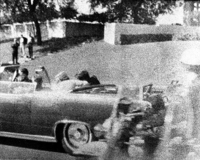 Δευτερόλεπτα μετά τον πυροβολισμό του Κένεντι, 1963