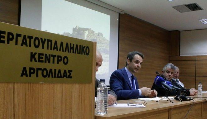 Μητσοτάκης: Με τους ΣΥΡΙΖΑΝΕΛ ή με την κοινωνία