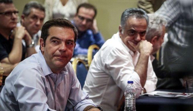 Ο πρωθυπουργός Αλέξης Τσίπρας και ο γραμματέας της Κεντρικής Επιτροπής του ΣΥΡΙΖΑ Πάνος Σκουρλέτης σε συνεδρίαση της ΚΕ του κόμματος