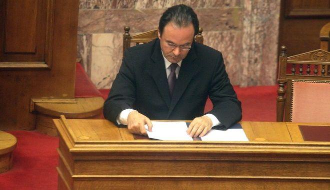 """ΦΩΤΟ ΑΡΧΕΙΟ // Ο πρώην υπουργός Οικονομικών Γιώργος Παπακωνσταντίνου στην ομιλία του στην συζήτηση στην Ολομέλεια της Βουλής επί της πρότασης της Επιτροπής που διερευνά την υπόθεση της """"λίστας Λαγκάρντ"""". Ο πρώην υπουργός παραπέμπεται στο Ειδικό Δικαστήριο με αμετάκλητο βούλευμα του δικαστικού συμβούλιου του Ειδικού Δικαστηρίου σύμφωνα με τον νόμο περί ευθύνης υπουργών. την Πέμπτη 11 Δεκεμβρίου 2014. (EUROKINISSI/ΑΛΕΞΑΝΔΡΟΣ ΖΩΝΤΑΝΟΣ)"""