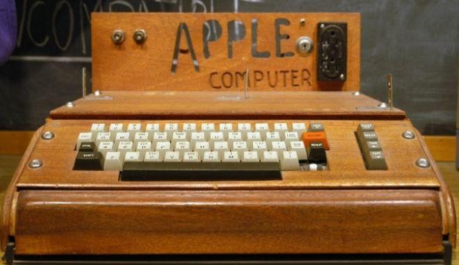Μυστηριώδης γυναίκα δώρισε σπάνιο υπολογιστή Apple 1