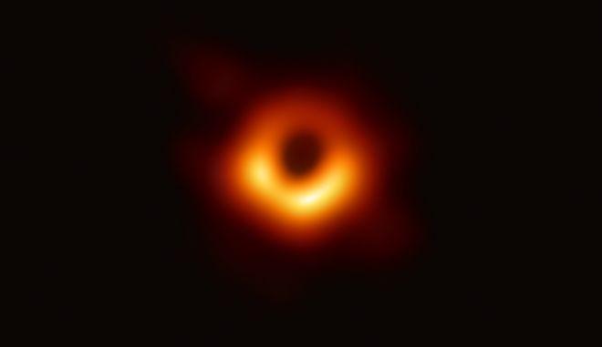 Η πρώτη μαύρη τρύπα που φωτογραφήθηκε