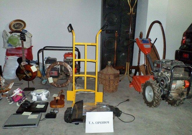 Βρέθηκαν και κατασχέθηκαν πλήθος ηλεκτρικών και ηλεκτρονικών συσκευών, ηλεκτρικά εργαλεία, ποδήλατα, ρολόγια, γυαλιά ηλίου, ρουχισμός οικιακός εξοπλισμός