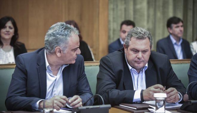 Ο Πάνος Σκουρλέτης και ο Πάνος Καμμένος κατά προηγούμενη συνεδρίαση του υπουργικού συμβουλίου