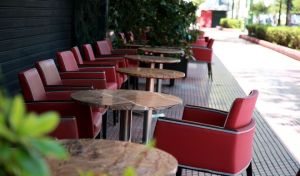 Δήμος Αθηναίων: Ριζικές αλλαγές για τα τραπεζοκαθίσματα σε πεζοδρόμια και πεζόδρομους
