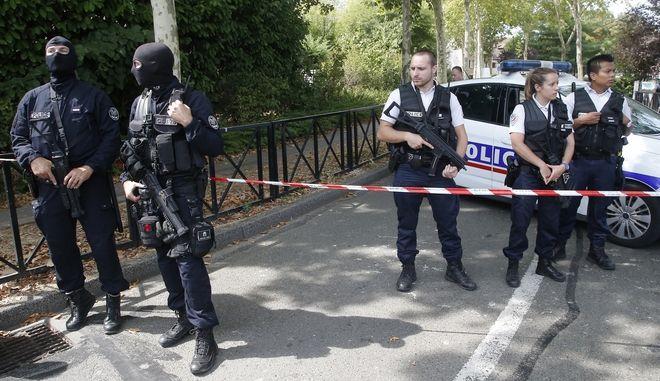 Επίθεση με μαχαίρι στο Παρίσι: Δύο νεκροί, σοβαρά τραυματίας