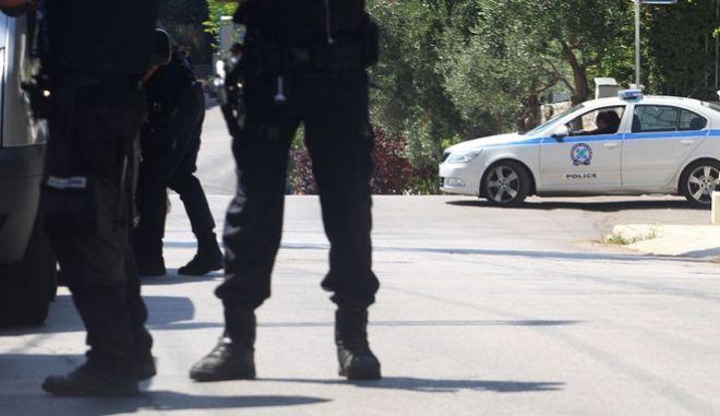 Αστυνομικοί αναζητούν  ληστές