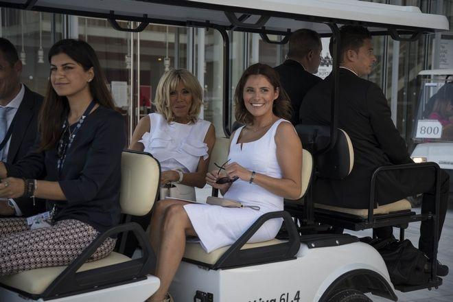 Η σύζυγος του πρωθυπουργού Μπέττυ Μπαζιάνα και η σύζυγος του Γάλλου Προέδρου Μπριζίτ Μακρόν κατά την διάρκεια της επίσκεψής τους στην Ακρόπολη και στο Ίδρυμα Σταύρος Νιάρχος σήμερα το μεσημέρι,Πέμπτη 7 Σεπτεμβρίου 2017 (EUROKINISSI/ΓΡ.ΤΥΠΟΥ ΠΡΩΘΥΠΟΥΡΓΟΥ/ANDREA BONETTI)