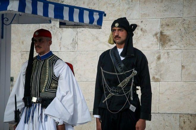Αλλαγή φρουράς με τους Πόντιους Εύζωνες στο Μνημείο του Αγνωστου Στρατιώτη, στα πλαίσια των εκδηλώσεων μνήμης για την συμπλήρωση 100 χρόων από την Γενοκτονία των Ελλήνων του Πόντου στην Αθήνα την Κυριακή 19 Μαΐου 2019. (EUROKINISSI/ΧΡΗΣΤΟΣ ΜΠΟΝΗΣ)