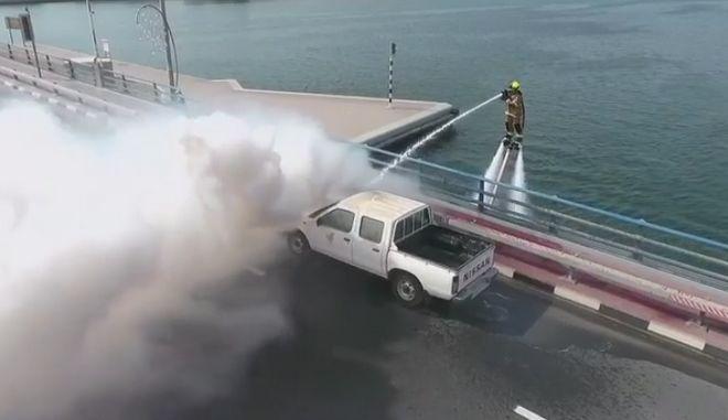 Σε ποια χώρα η πυροσβεστική θα επιχειρεί με flyboard