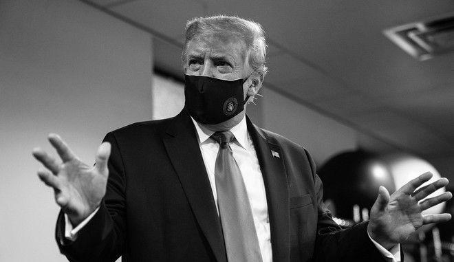 Ο Ντόναλντ Τραμπ με μάσκα για τον κορονοϊό