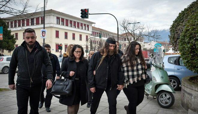 Η οικογένεια του Βαγγέλη Γιακουμάκη στο δικαστήριο Ιωαννίνων τον Φεβρουάριο του 2019