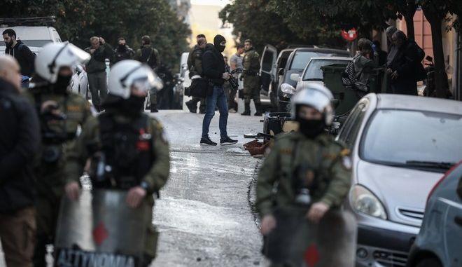 Επιχείρηση της αστυνομίας σε υπό κατάληψη κτήρια, στο Κουκάκι την Τετάρτη 18 Δεκεμβρίου 2019. Στην φωτό αστυνομικοί στην οδό Ματρόζου.