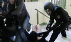 Μαρτυρία θύματος αστυνομικής βίας στην Καταλονία: Έσπασαν τα δάκτυλά μου ένα, ένα