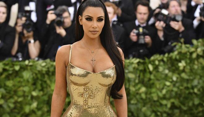 Η Kim Kardashian, κατά την παρουσία της σε φιλανθρωπικό γκαλά, τον Μάιο, στη Νέα Υόρκη. (Photo by Charles Sykes/Invision/AP)