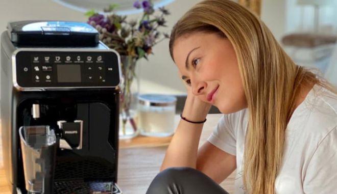 Απόλαυσε φρεσκοαλεσμένο αρωματικό καφέ στο σπίτι ακριβώς όπως τον θες, με τη νέα αυτόματη μηχανή Espresso Philips 4300 LatteGo