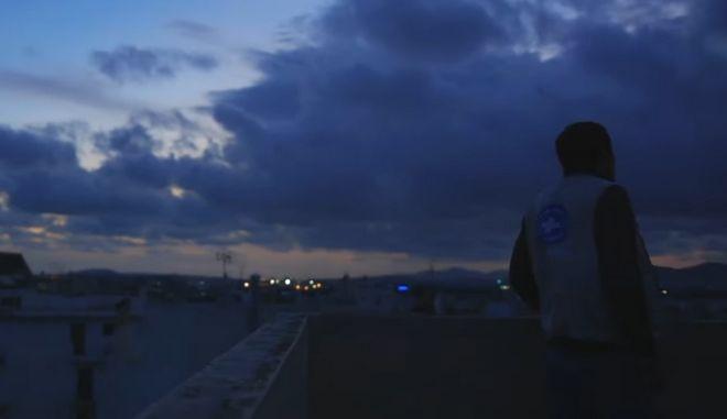 Open Minds: Τι κοινό έχουν ένας ποιητής πρόσφυγας και ένας Έλληνας άνεργος