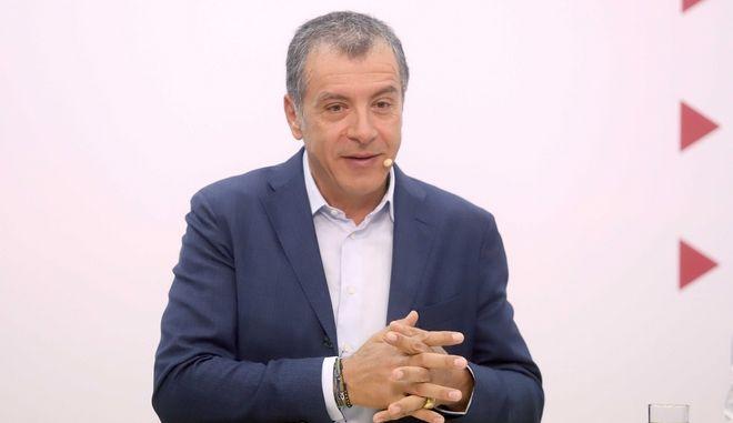 Θεοδωράκης: Την Τρίτη η σύσκεψη των υποψηφίων για την Κεντροαριστερά υπό τον Αλιβιζάτο