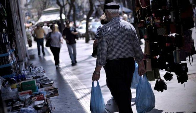 ΙΟΒΕ: Σταθερότητα στο οικονομικό κλίμα, επιδείνωση της καταναλωτικής εμπιστοσύνης