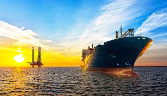 Τάνκερ και πλατφόρμα πετρελαίου