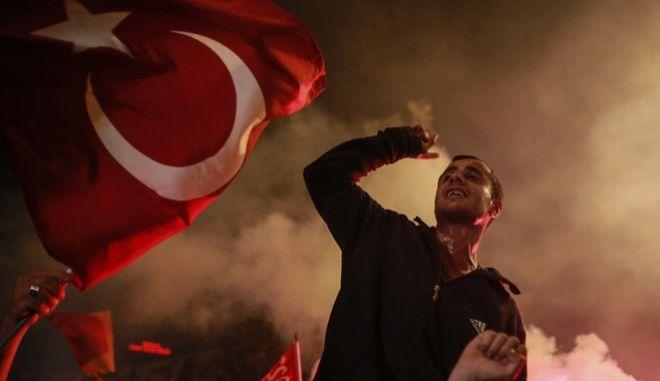 Πανηγυρισμοί από τους οπαδούς του Ερντογάν