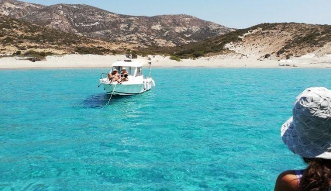 Στο μεγαλύτερο ακατοίκητο νησί του Αιγαίου με τις φυσικές πισίνες