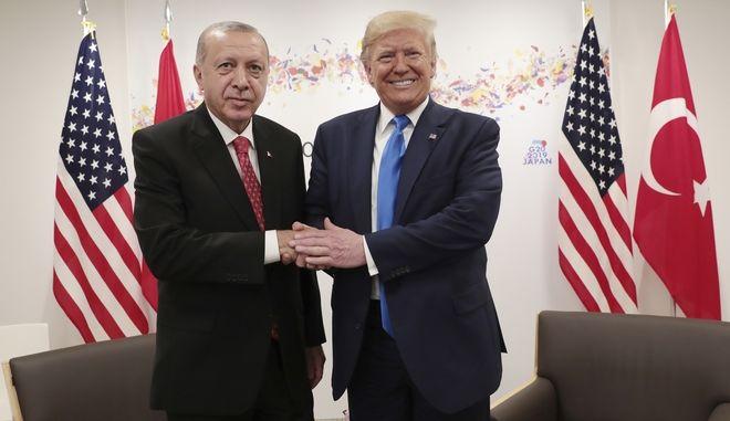 Ο Τούρκος πρόεδρος Ρετζέπ Ταγίπ Ερντογάν και ο Αμερικανός ομόλογός του Ντόναλντ Τραμπ στην G20 στην Οσάκα τον Ιούνιο του 2019