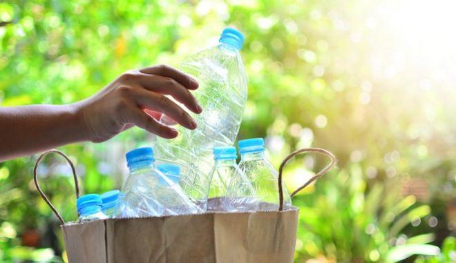 Πλαστικά μπουκάλια