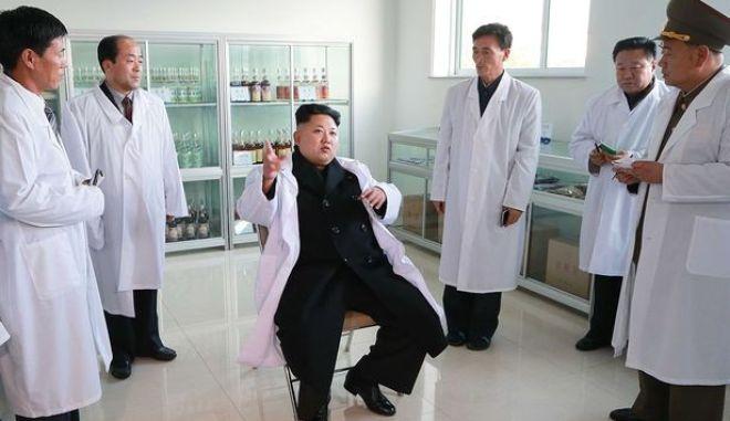 Ο Κιμ Γιονγκ Ουν λέει ότι βρήκε σούπερ φάρμακο που θεραπεύει Aids, Ebola, Sars και Mers
