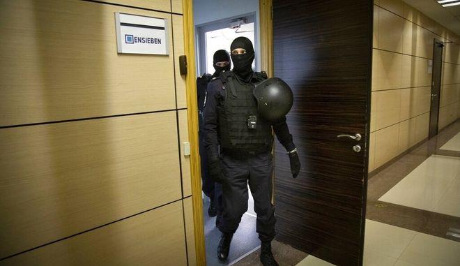 Αστυνομικοί σε γραφείο του Ναβάλνι. Φωτο αρχείου