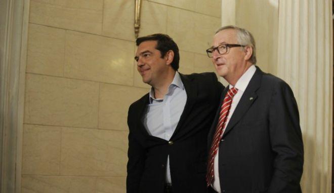 Συνάντηση του πρωθυπουργού Αλέξη Τσίπρα με τον πρόεδρο της Ευρωπαϊκής Επιτροπής, Ζαν Κλοντ Γιούνκερ, την Τρίτη 21 Ιουνίου 2016, στο Μέγαρο Μαξίμου. (EUROKINISSI/ΤΑΤΙΑΝΑ ΜΠΟΛΑΡΗ)