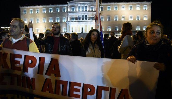 Συλλαλητήριο του ΠΑΜΕ για τις αυξήσεις των μισθών, το δικαίωμα στην απεργία και κατά των πλειστηριασμών στο Σύνταγμα.  Πέμπτη 9 Νοέμβρη 2017. (EUROKINISSI / Τατιάνα Μπόλαρη)
