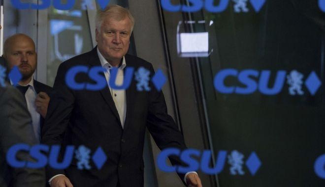 O πρόεδρος της CSU Horst Seehofer, στα γραφεία του κόμματος στο Μόναχο