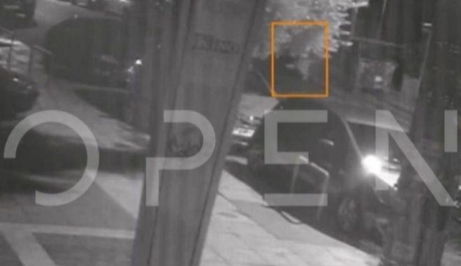 Νέα Ιωνία: Βίντεο ντοκουμέντο με τη 19χρονη να εγκαταλείπει το βρέφος