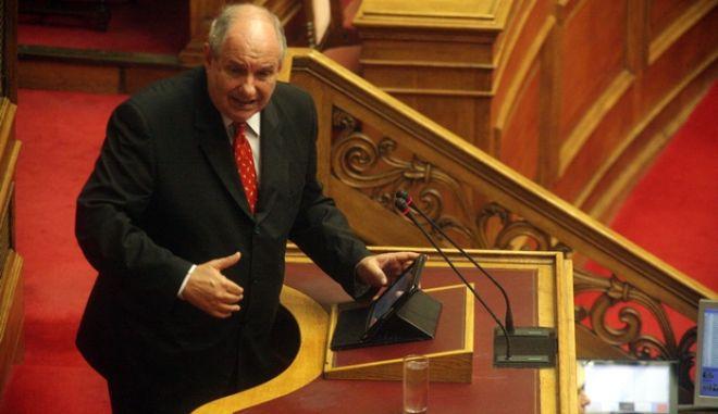 Ο βουλευτής των Ανεξάρτητων Ελλγνών Τέρενς Κουΐκ στην ομιλία του στη συζήτηση επί του πολυνομοσχεδίου του υπ. Οικονομικών, στην Ολομέλεια της Βουλής την Τρίτη 16 Ιουλίου 2013. (EUROKINISSI)