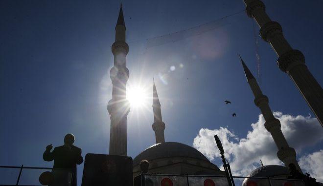 Ο Τούρκος πρόεδρος Ρετζέπ Ταγίπ Ερντογάν σε προεκλογική συγκέντρωση στην Κωνσταντινούπολη