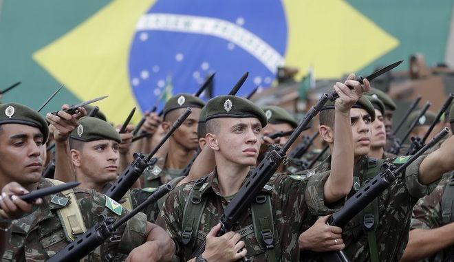 Στρατιώτες στο Σάο Πάουλο γιορτάζουν το πραξικόπημα του 1964