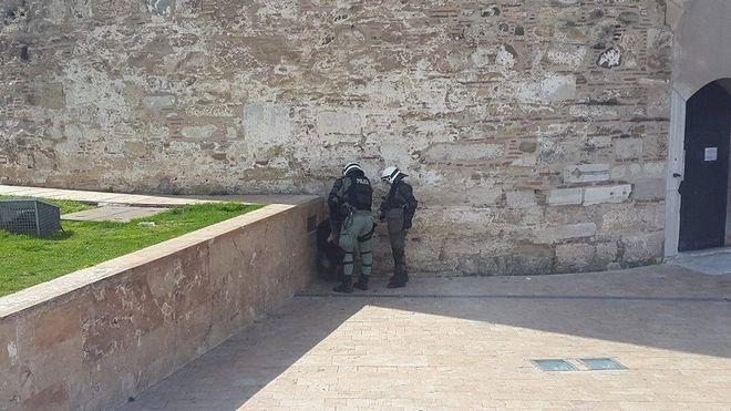 Συμπλοκές μεταξύ αντιεξουσιαστών και αστυνομίας μπροστά από τον Λευκό Πύργο