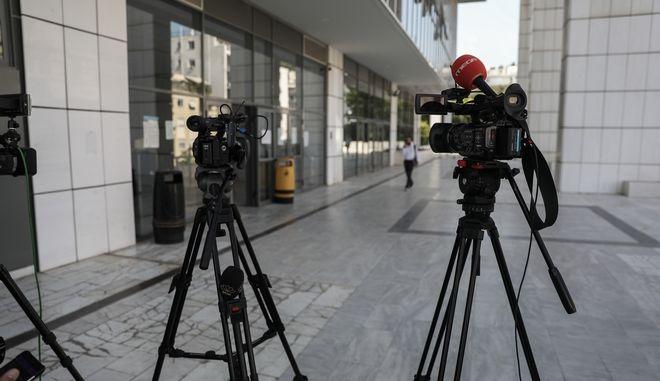 Κάμερες τηλεοπτικών συνεργείων.