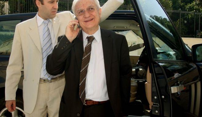 Στιγμιότυπο στο περιστύλιο της Βουλής,τελευταία συνεδρίαση του Υπουργικού Συμβουλίου της Κυβέρνησης Καραμανλή μετά την προκήρυξη των εκλογών για τον Οκτώβριο.Στην φωτογραφία ο Σωτήρης Χατζηγάκης ,Πέμπτη 3 Σεπτεμβρίου 2009 (EUROKINISSI/ΤΑΤΙΑΝΑ ΜΠΟΛΑΡΗ)