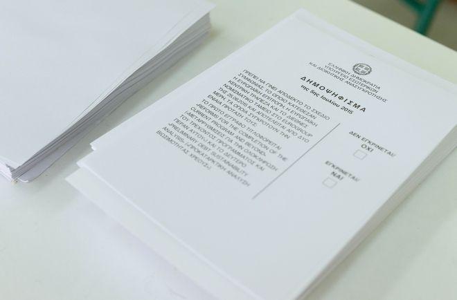 Στιγμιότυπο από την ψηφοφορία για το δημοψήφισμα σε εκλογικό τμήμα της Λάρισας, την Κυριακή 5 Ιουλίου 2015. (EUROKINISSI)