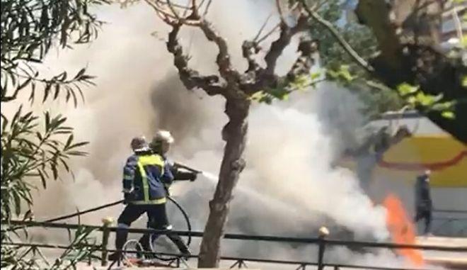 Ευαγγελισμός: Φωτιά σε όχημα έξω από την Εθνική Πινακοθήκη