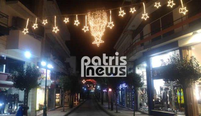 'Φοράει τα καλά της' για τα Χριστούγεννα η πόλη του Πύργου