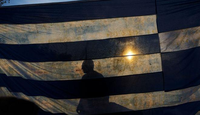 Η Ελλάδα μπορεί σύντομα να σταθεί στα πόδια της, γράφει η FAZ