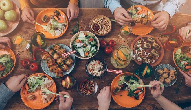 Φαγητό: 10 μύθοι και αλήθειες που πρέπει να γνωρίζεις