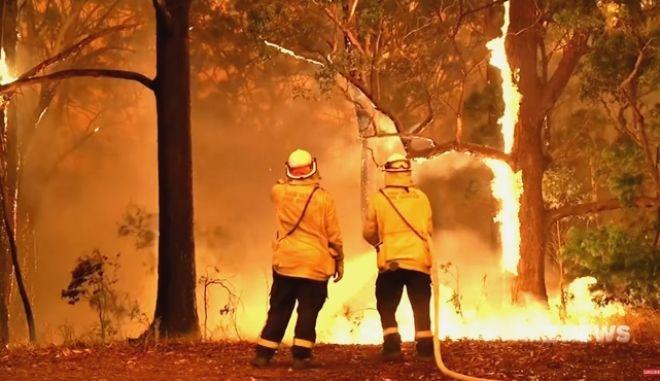 Εικόνες από πυροσβέστες και την μάχη τους με τη φωτιά στην Αυστραλία