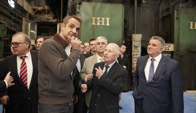 Σε εργοστάσιο που επαναλειτουργεί μετά από πέντε χρόνια ο Μητσοτάκης